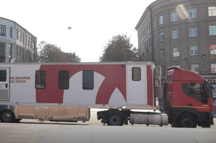 Брянцы сдавали кровь на площади Ленина