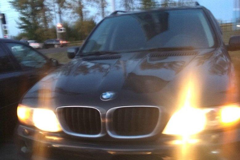 В Брянске малыша оставили в запертой машине на стоянке «Аэропарка»