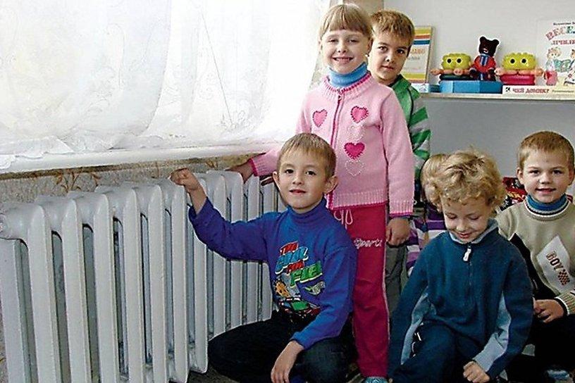 В Брянске отопление включили в 102 школах и детских садах