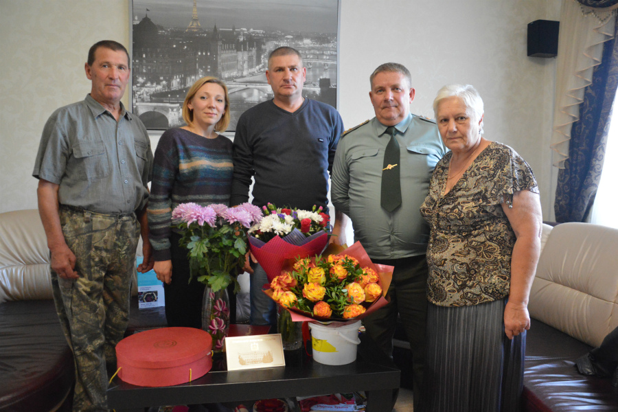 В Брянске росгвардейцы навестили родителей погибшего коллеги