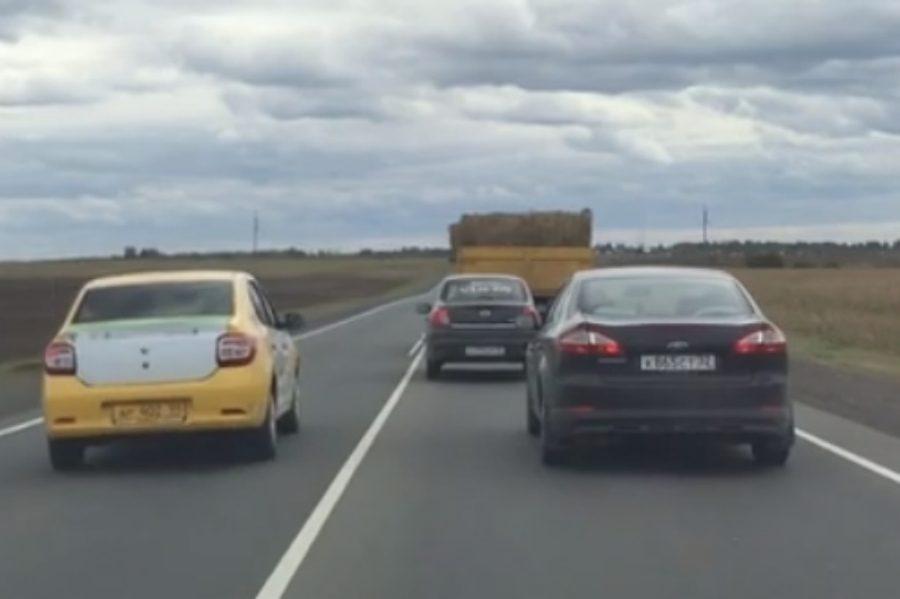 Под Брянском на объездной дороге сняли на видео обгон через сплошную линию