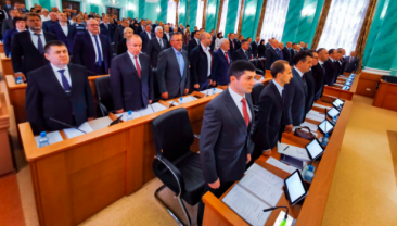 На первой сессии брянской облдумы трое депутатов-единороссов сдали мандаты