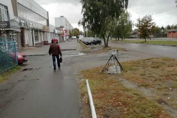 В Брянске заметили автомобильную фотоловушку возле школы №11