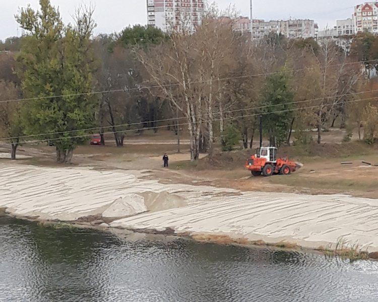 В Брянске начали благоустраивать пляж у железнодорожного вокзала