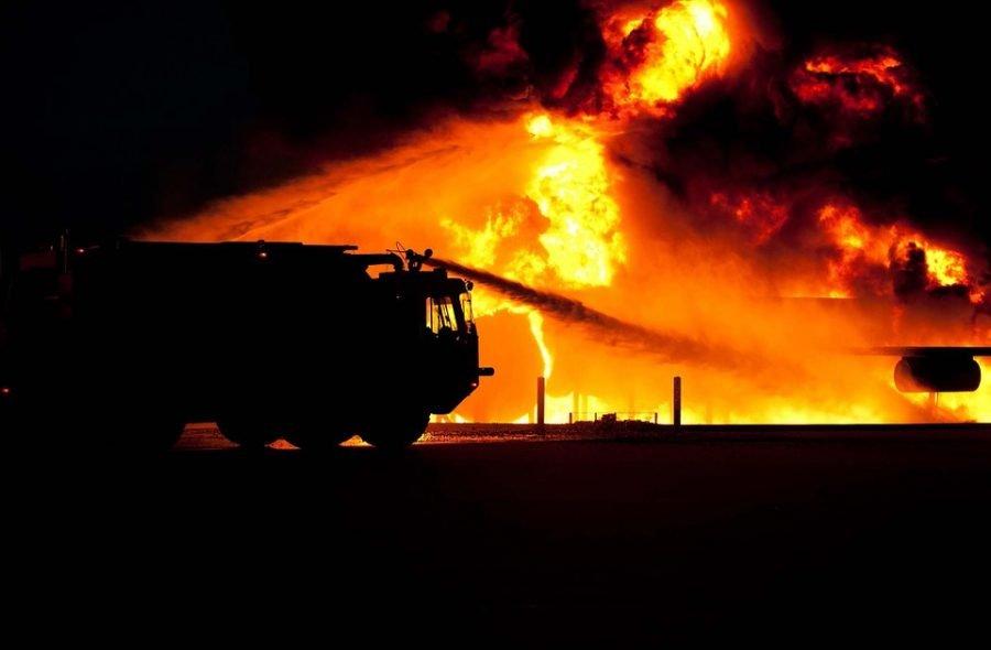 Под Комаричами сгорел жилой дом