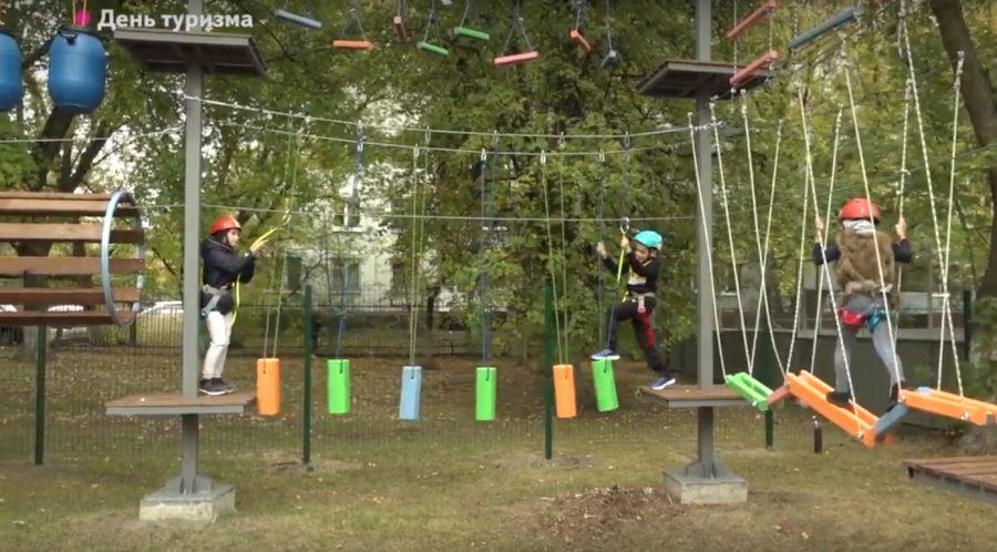 В Фокинском районе Брянска появился двухуровневый веревочный парк