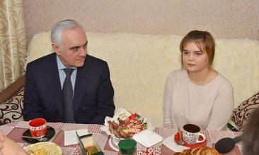 Сирота пообещала пригласить брянского губернатора Богомаза на свадьбу