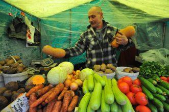 В Брянске нашли нелегала-продавца в павильоне «Овощи-фрукты»