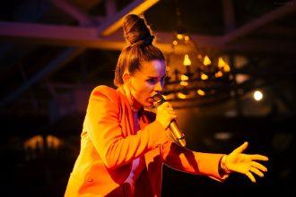 Телеканал «Городской» дарит три бесплатных билета на концерт Zivert в Брянске