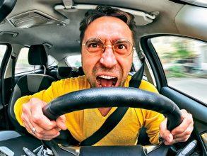 В Погаре таксист-лихач едва не устроил ДТП