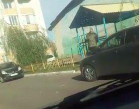В Брянске сняли на видео избиение бомжа