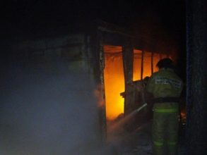В Климово пожарные потушили вагончик