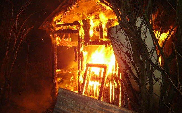 Под Брянском огонь уничтожил дачный домик