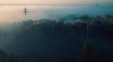 Брянск ранним утром накрыло туманом