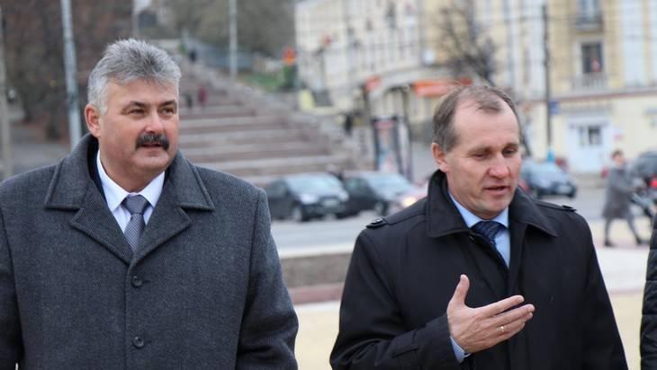 Брянским чиновникам Макарову и Колесникову посоветовали взяться за метлы