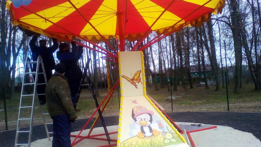 В брянском поселке Локоть жителям не понравились новые качели в парке