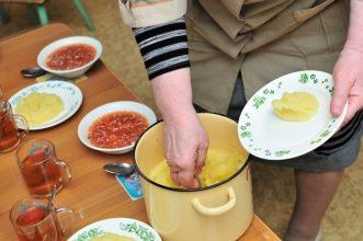 Повара детсадов в Новозыбкове приготовят лучшие омлет и пудинг
