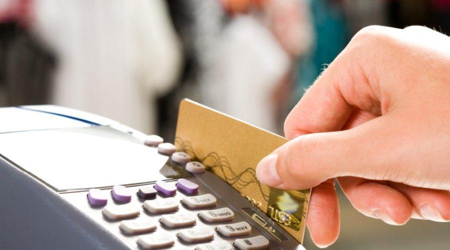 В посёлке Белые Берега молодую пару заподозрили в краже банковской карты