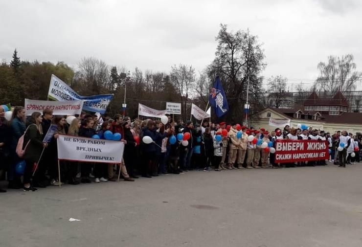 Брянские школьники устроили «Марш жизни»