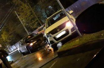 В Брянске перед Площадью Партизан столкнулись два автомобиля
