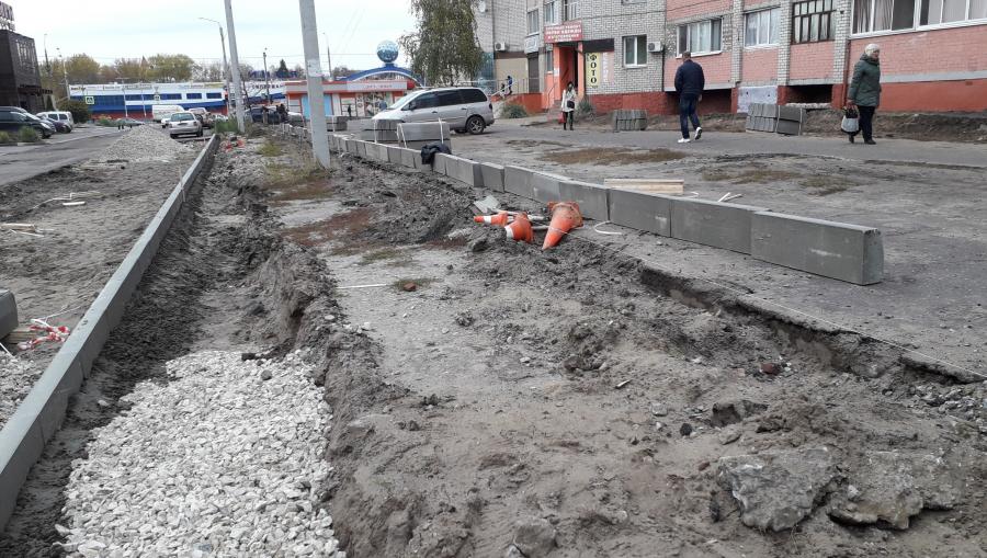 Возле гимназии № 5 в Брянске расширяют дорогу