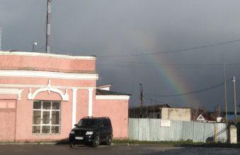 Жителей Жуковки поразила радуга в конце октября