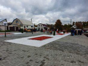 В брянском поселке Климово торжественно открыли обновленный сквер
