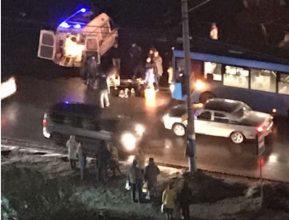 В Брянске на Литейной синий автобус сбил 13-летнюю девочку