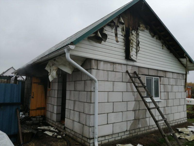 В Дятьковском районе загорелось здание