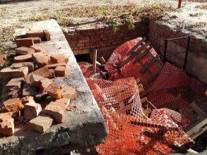 В Брянске жители переулка Новозыбковский жалуются на раскуроченный двор