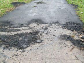 Во Мглине дорожники изуродовали тротуар кривым асфальтом