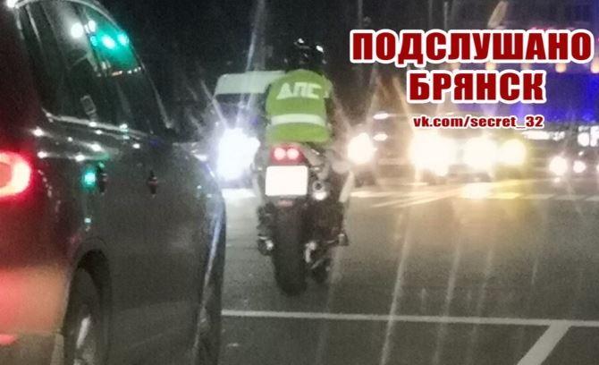 В Брянске сняли на фото мотоциклиста в провокационном жилете