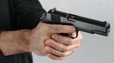 В Дятьково у любителя словить «белочку» нашли огнестрельное оружие
