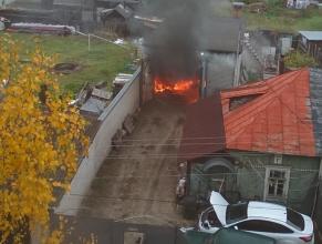 В Бежицком районе Брянска загорелся гараж