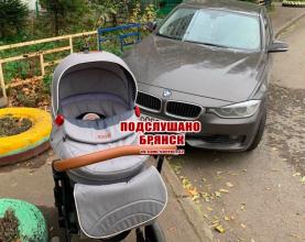 В Брянске наглый водитель BMW перекрыл дорогу мамам с колясками