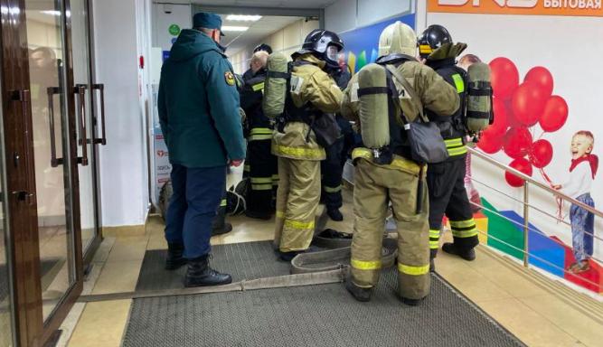 В Брянске сняли на видео эвакуацию «пострадавших» из ТРЦ «Мельница»
