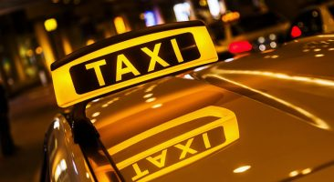 В Брянске таксист отдал лжеполицейскому восемь тысяч рублей