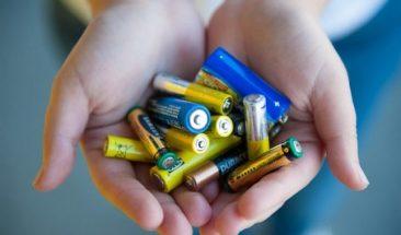 Брянцев призвали выбрасывать батарейки в специальные контейнеры