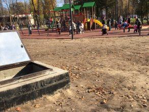 В Майском парке брянцев напугал опасный люк