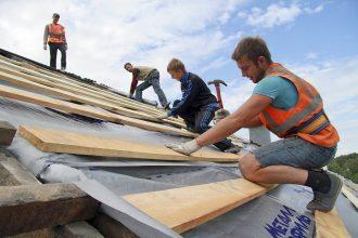 В этом году отремонтируют 180 крыш брянских детсадов и школ