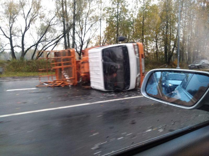 Под Брянском протаранившая грузовик автоледи сломала ребра и обе ноги