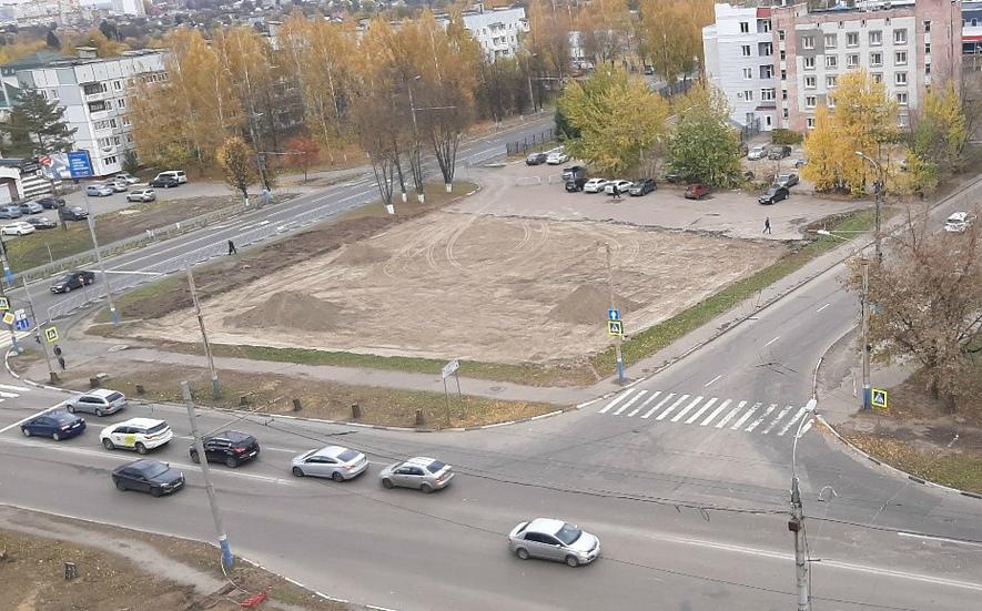 В Брянске заметили пирамиды Хеопса на улице Крахмалёва вместо песка