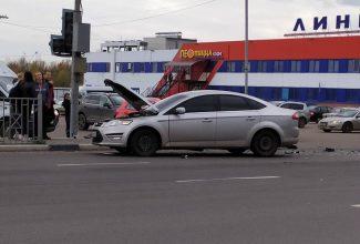 В серьезном ДТП у гипермаркета «Линия» в Брянске есть пострадавший