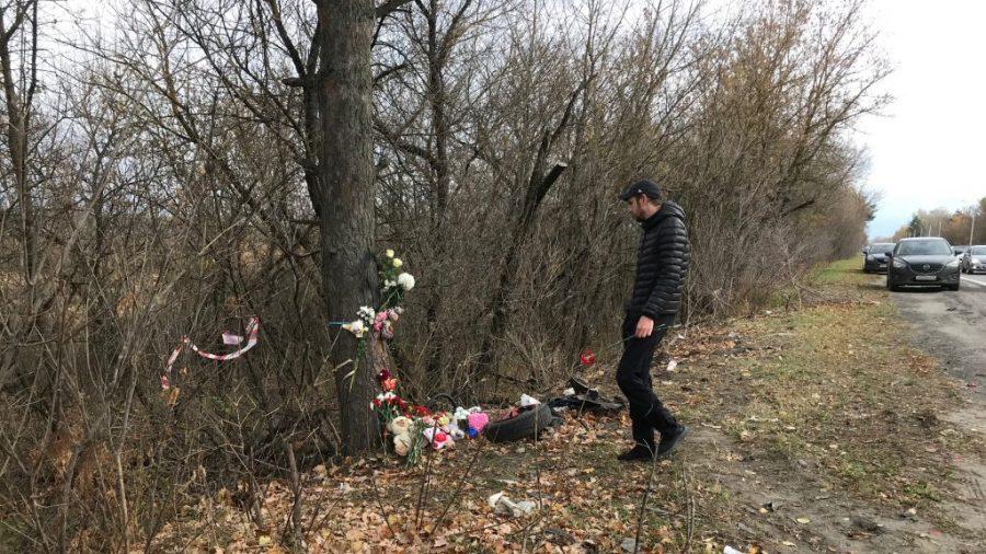 В Брянске на Речной почтили память погибших в ДТП мамы с двумя детьми