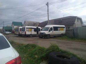 В Брянске на Новостройке возле домов устроили стоянку маршруток №28