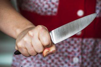 Жительница брянского села зарезала знакомого мужчину