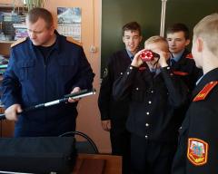 В Брянске кадеты попробовали себя в роли следователей-криминалистов