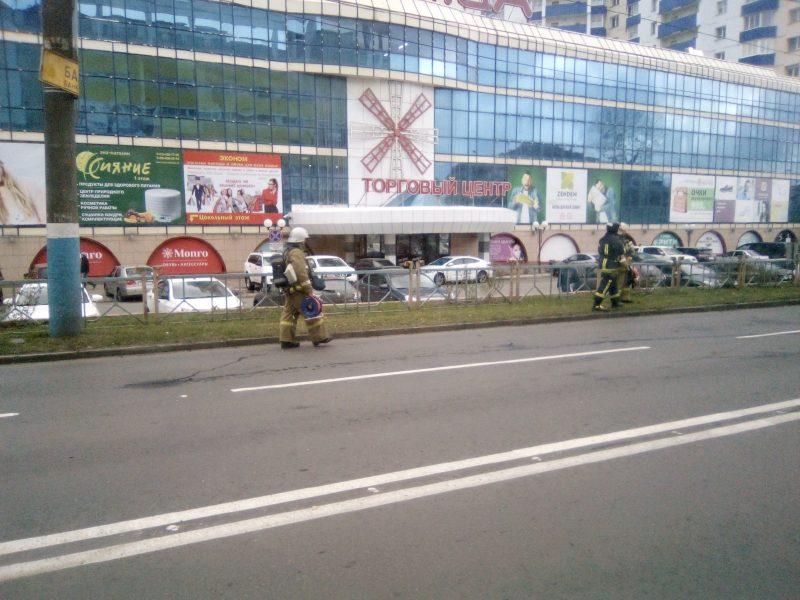 Центр Брянска встал в пробке из-за пожарных учений в ТРЦ «Мельница»