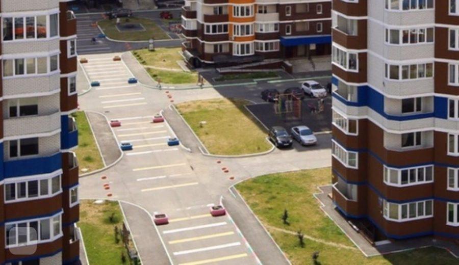 В Брянске на «Аллее мам» в «Речном» начались атаки на автомобили