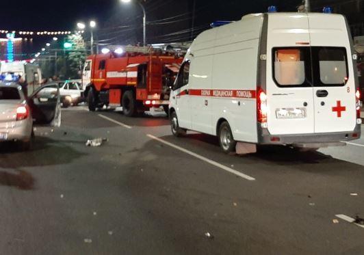 В Брянске у цирка столкнулись три машины: есть пострадавшие